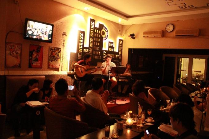 Ba quán cà phê nhạc nhẹ ở Sài Gòn cho người không đi chơi lễ - 2
