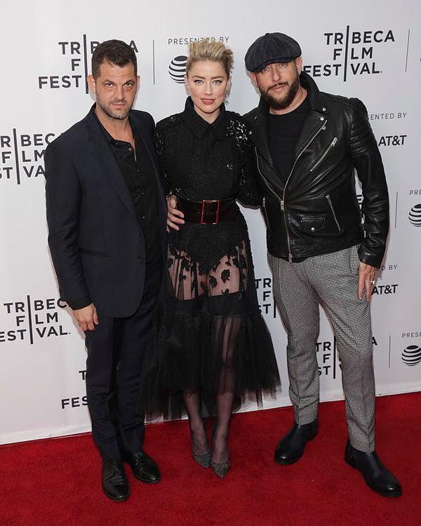 Amber bên đạo diễn Nabil Elderkin (trái) và nhà sản xuất Brad Feinstein.