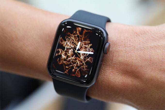 Apple Watch series 4 tân trang giá rẻ hơn