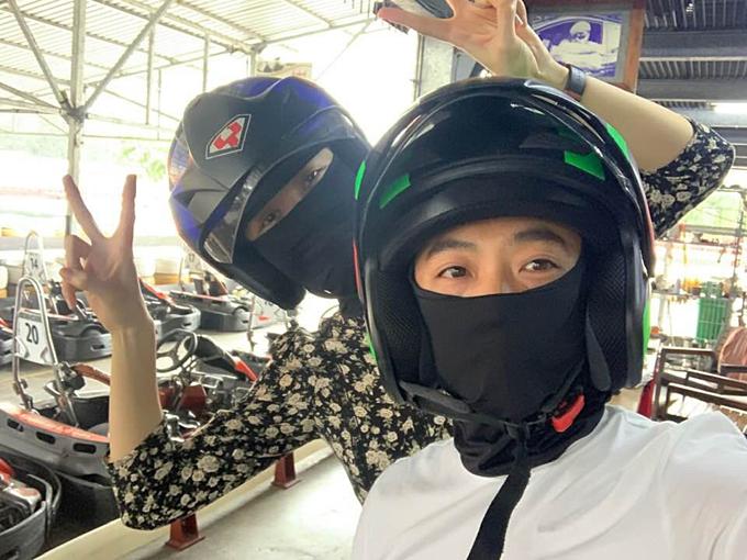Cường Đôla và vợ sắp cưới Đàm Thu Trang rủ nhau đi đua xe trong ngày nghỉ lễ.