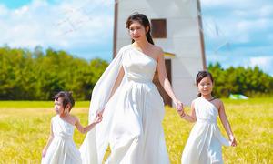 Vợ Lý Hải cùng hai con gái dạo chơi Đà Lạt
