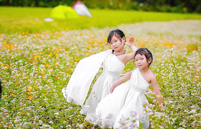 Các nhóc tỳ nhà Lý Hải có phần giống bố nhiều hơn, đặc biệt là bé Sunny (phải).