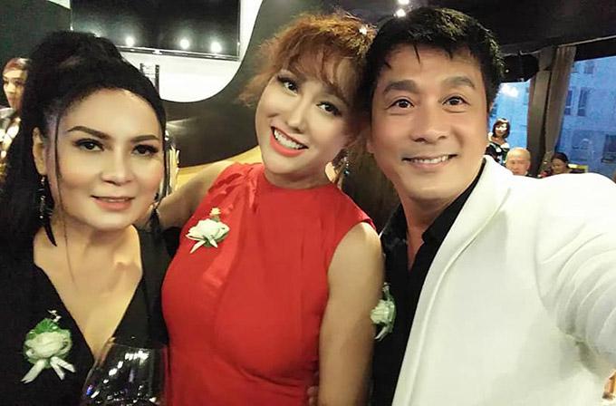 Diễn viên Ôn Bích Hằng (trái) và Xuân Hiệp (phải) mong Phi Thanh Vân sớm trở lại phim trường.