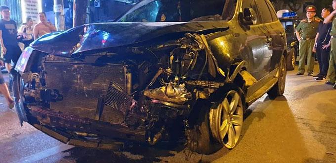 Ôtô của Tuyên biến dạng phần đầu sau vụ tai nạn hôm 22/4. Ảnh: Phương Sơn.