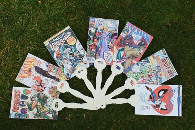 Với các đám cưới diễn ra vào mùa hè,quạt giấy in trang truyện tranh với sự xuất hiện của các siêu anh hùng nhà Marvel là một ý kiến hay ho.