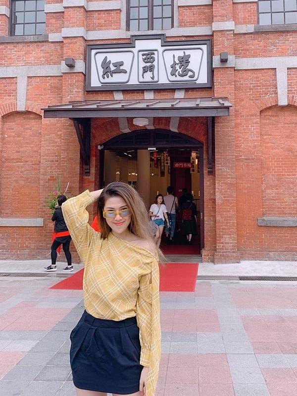 Siêu mẫu Thu Hằng chọn Đài Loan làm điểm du lịch. Không khí mát mẻ giúp cô thích thú chụp ảnh trên đường phố.