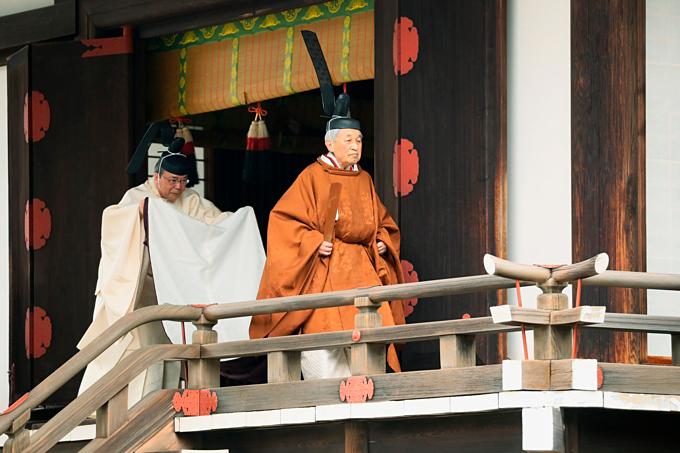 Lễ thoái vị Nhật hoàng Akihito diễn ra tại đền Kashikodokoro, Tokyo sáng 30/4. Ảnh:AP.