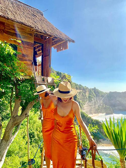 Đôi bạn thân Minh Triệu - Kỳ Duyên đưa nhau tới đảo Bali (Indonesia) để đón sinh nhật người mẫu. Mặc dù không thừa nhận mối quan hệ nhưng hai người dành cho nhau những lời ngọt ngào. Lựa chọn khu nhà trên cây Bali Tree House, view nhìn ra biển, Kỳ Duyên chia sẻ mơ ước: Em có ước gì đâu, một ngôi nhà nhỏ trên cây, bình minh vào buổi sáng, hoàng hôn vào buổi chiều, cùng ngắm nhìn nhau già đi giữa những thanh âm trong trẻo.Để rồi cuộc đời cứ thế mà biên niên trôi qua sau những giông bão đằng sau cánh cửa.