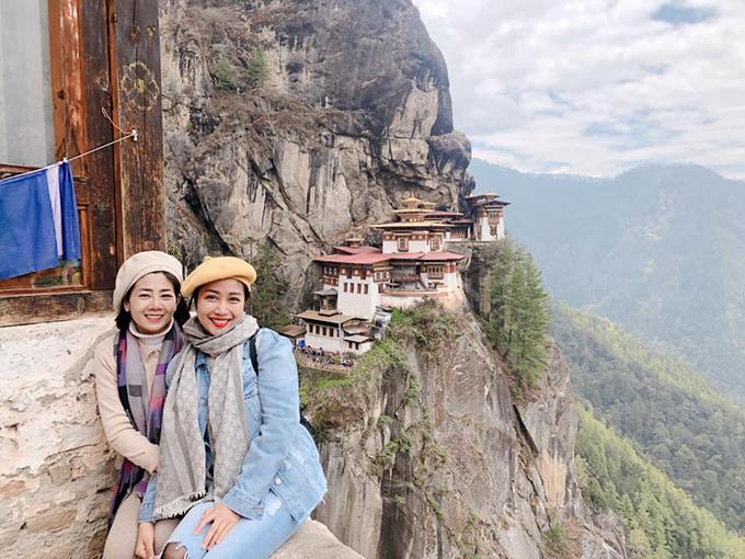 Ốc Thanh Vân đưa người em thân thiết - diễn viên Mai Phương - đến Bhutan du lịch và cầu nguyện. Mặc dù sức khoẻ Mai Phương không tốt, khi đi phải có 2 hướng dẫn viên theo sát, nhưng cô vẫn quyết tâm chinh phục nhiều điểm đến trên núi cao. Khi lên tới đỉnh Tigers Nest, Mai Phương đã bật khóc. Diễn viên Ốc Thanh Vân chia sẻ: Có người lên được Tiger's Nest rồi khóc nhè nè. Khóc nhè không phải là vì mệt hay đau nha, mà là nghĩ, ôi mình đã làm được! Để lên được đây, chúng minh phải qua 3 chặng,cuốc bộ leo núi 4 km, vừa leo vừa động viên nhau cố lên, mệt thì ngồi nghỉ, nhấp ngụm nước, rồi lại leo tiếp. Cầu nguyện rồi hai chị em lại leo xuống.