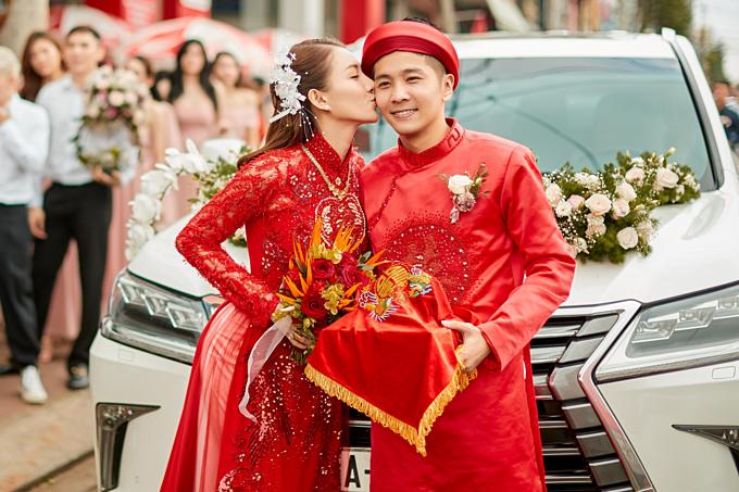 Lê Hà tình cảm hôn Trần Hiếu trước khi theo chồng về dinh.