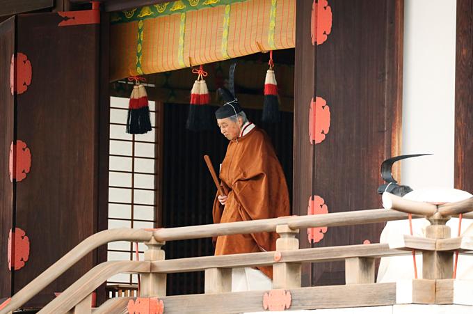 Nhật hoàng Akihito cáo luithần linh trước khi triều đại qua đi đêm nay. Ảnh:AP.