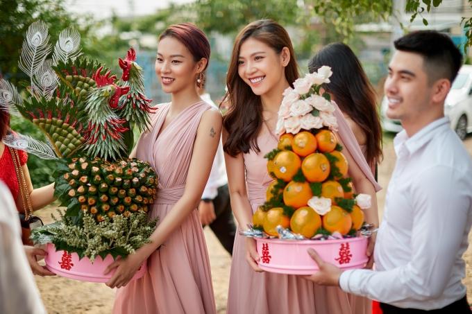 Phí Phương Anh, Chúng Huyền Thanh lên Gia Lai làm phụ dâu cho Lê Hà.