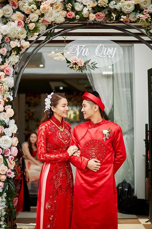 Sáng ngày 30/4, Lê Hà đã lên xe hoa với bạn trai Võ Trần Trung Hiếu tại quê nhà Gia Lai.Trước ngày trọng đại, Lê Hà bày tỏ việc muốndiệnáo dài đỏ với NTK Bảo Bảo với hi vọng lễ phụcđỏ sẽđem lại sự may mắn, niềm hạnh phúc trong cuộc sống hôn nhân.