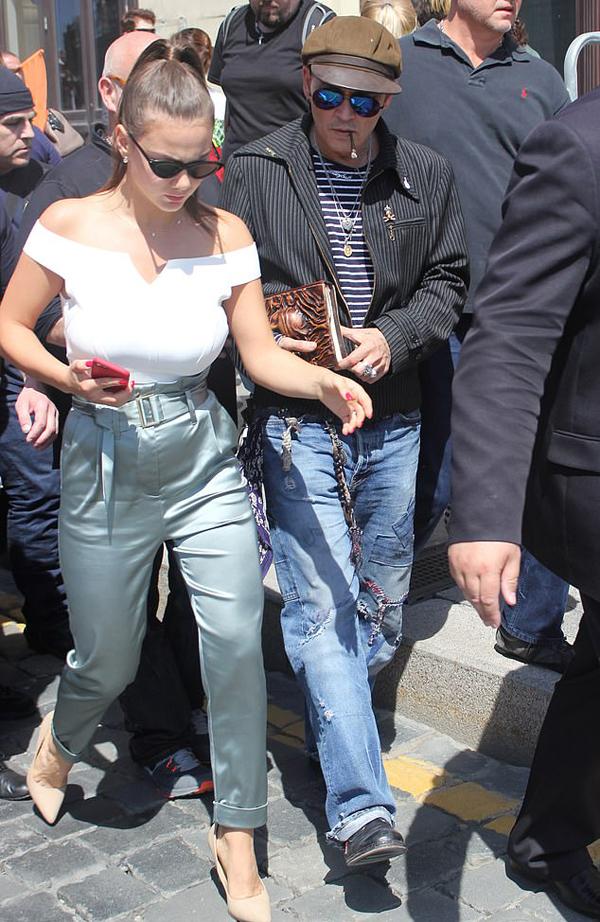 Polina và Johnny Depp tại Moscow tháng 5/2018.