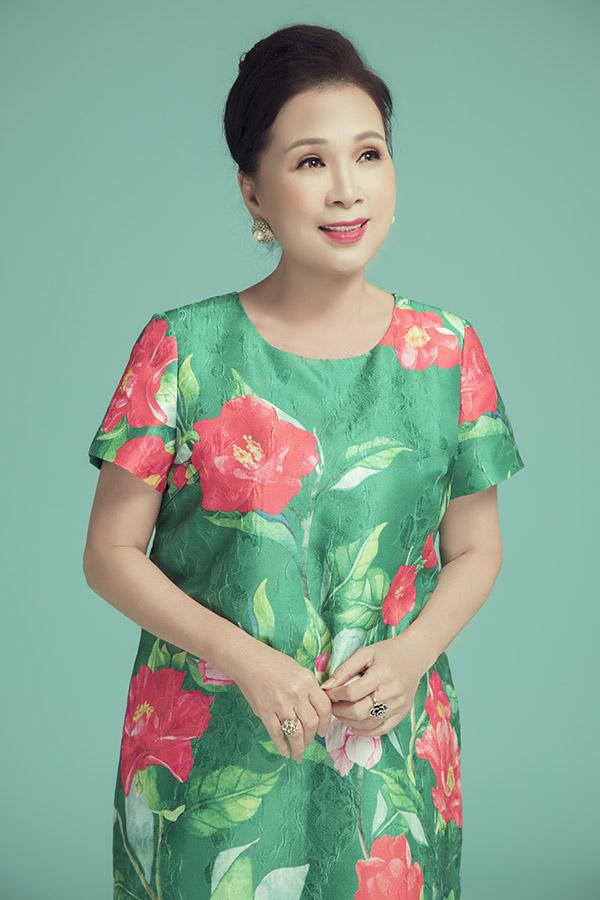 Kim Xuân hiện ngoài 60 tuổi nhưng vẫn hoạt động nghệ thuật chăm chỉ ở cả lĩnh vực phim điện ảnh và truyền hình.