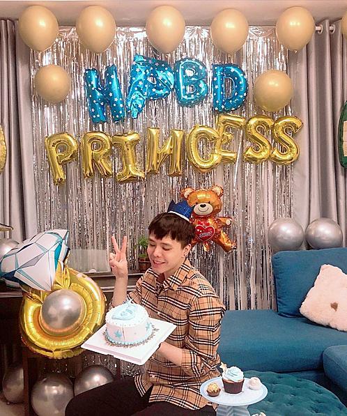 Trịnh Thăng Bình đăng ảnh trong tiệc sinh nhật của mình và hỏi fan mình là công chúa chăng?