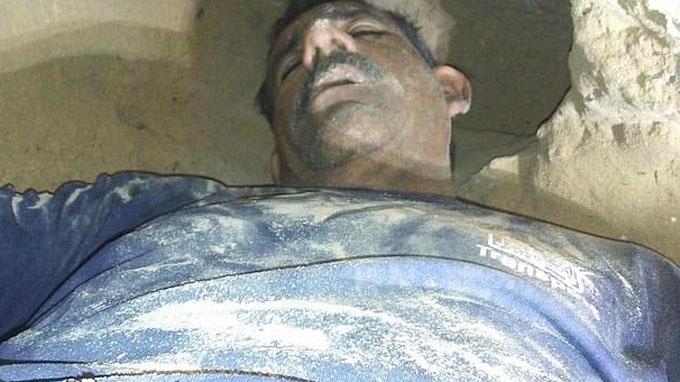 Cesar Arnoldo Gómez lúc được tìm thấy trong đường hầm. Ảnh: