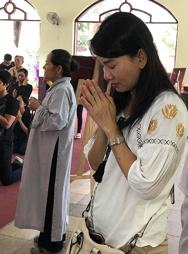Nghệ sĩ Mỹ Uyên đau xót khi Lê Bình ra đi quá sớm.
