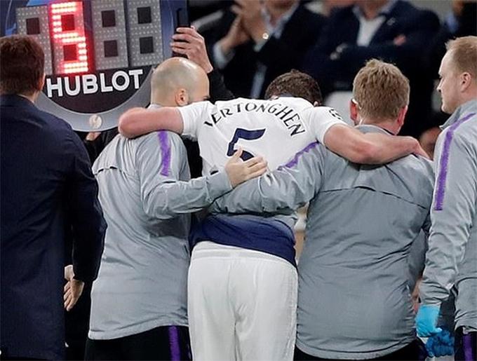 Nhiều bình luận viên truyền hình vàfan chỉ trích Tottenham vì để Vertonghen tiếp tục thi đấu sau khi dính chấn thương nghiêm trọng. Tuy nhiên, sau trận đấu, HLV Pochettino cho biết: Quyết định thuộc về đội ngũ y tế. Tôi sau đó đưa Vertonghenra vì cậu ấy không khoẻ. Bây giờ cậu ấy ổn rồi. Tôi hy vọng không có vấn đề gì nghiêm trọng. Ở trận đấu này, dù được chơi trên sân nhà, Tottenham để thua đối thủ với tỷ số 0-1.