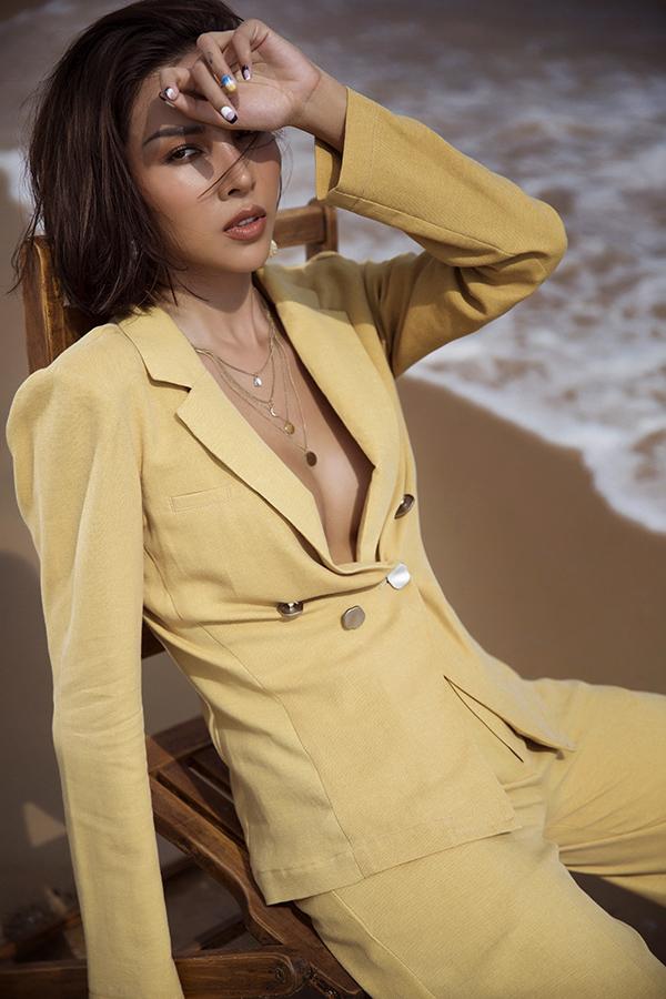 Bộ ảnh được thực hiện với sự hỗ trợ của nhiếp ảnh Lê Thiện Viễn, stylist Trang Nhẹ Nhàng, trang điểm Net.