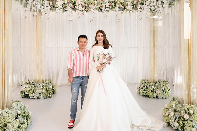 NTK Lê Thanh Hòa tới chung vui trong đám cưới của người em thân thiết tại Gia Lai hôm 30/4.