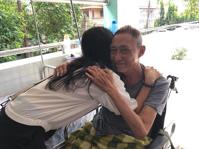 Cái ôm cuối cùng của Mỹ Uyên và Lê Bình.