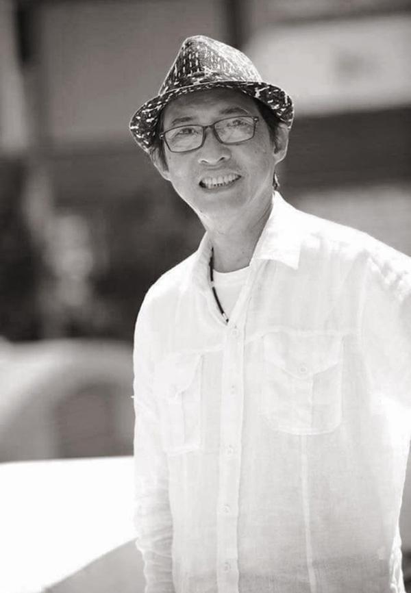 Nụ cười chất phác của nghệ sĩ Lê Bình trong tấm ảnh được Quốc Thuận chía sẻ.