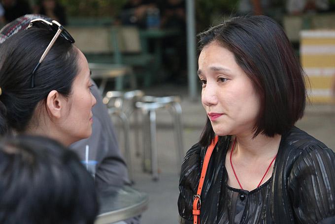 Cát Tường buồn bã ôn kỷ niệm về nghệ sĩ Lê Bình với đồng nghiệp Hạnh Thúy.