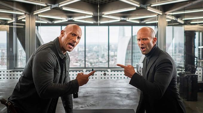 The Rock (trái) và Jason Statham được hưởng hoa hồng từ doanh thu phim Hobbs and Shaw.