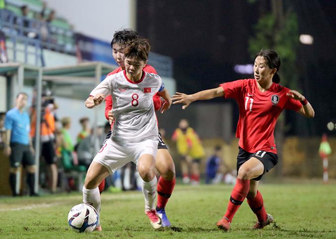 U19 nữ Việt Nam nhận được nhiều lời khen khi thi đấu nỗ lực, chỉ để thua Hàn Quốc với tỷ số sát nút. Ảnh: VFF.
