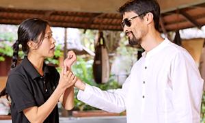 Johnny Trí Nguyễn hướng dẫn cách tự vệ khi bị sàm sỡ