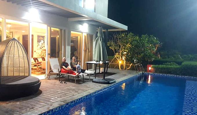 Không gian rộng rãi, thoáng đãng, có cả hồ bơi để gia đình tận hưởng cảm giác thư thái, thoải mái trong kỳ nghỉ lễ.