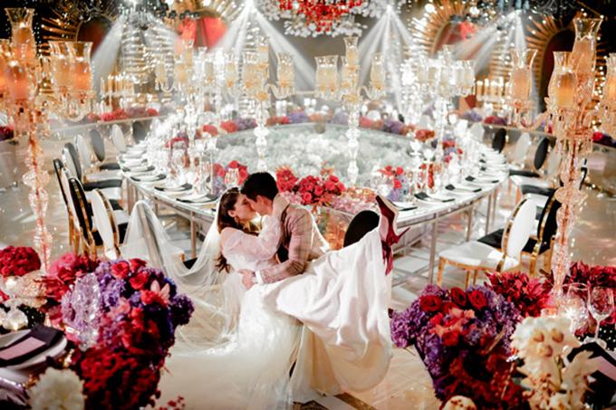 Tiệc cưới mang sắc đỏ mận theo phong cách Avant-garde - 4