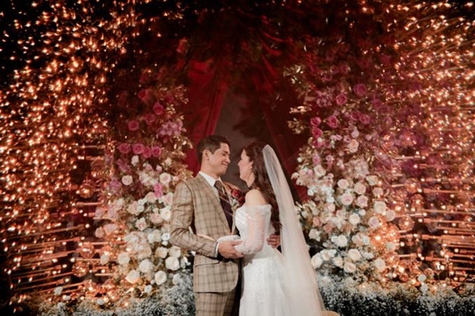 Tiệc cưới mang sắc đỏ mận theo phong cách Avant-garde - 5