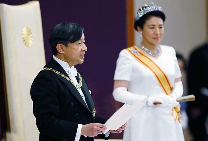 Nhật hoàng Naruhito và Hoàng hậu Masako trong lễ đăng cơhôm 1/5. Ảnh: EPA.