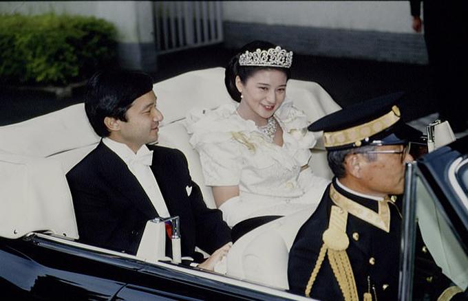 Đám cưới của Naruhito và Masako năm 1993 ở Tokyo. Ảnh: Sygma.