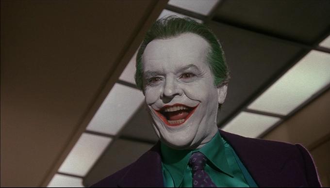 Năm 1989, Jack Nicholson nhận vai Joker trong phim Batman với cát-xê chỉ 6 triệu USD. Bù lại, nhà sản xuất giao kèo chia phần trăm lợi nhuận của phim cho nam diễn viên. Năm ấy, Batman kiếm tổng cộng hơn 500 triệu USD, trong đó gồm 411 triệu USD tiền bán vé, phần còn lại là doanh thu từ các sản phẩm nhượng quyền ăn theo (đồ chơi, đồ dùng gia đình... dựa theo nhân vật trong phim). Thu nhập của Jack Nicholson từ phim lên tới 50 triệu USD.
