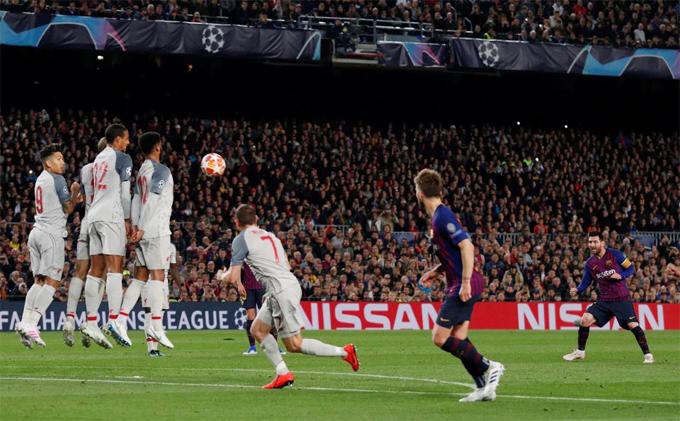 Cú sút phạt thành bàn của Messi nhận được sự tán thưởng của các fan.