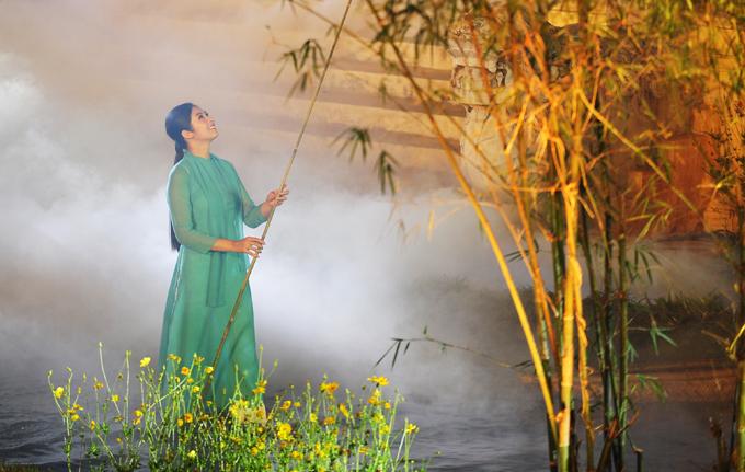 TạiFestival Nghề truyền thống Huế 2019, diễn ra trong 7 ngày vừa qua, Ngọc Hân tham gia nhiều hoạt động lớn, góp phần quảng bá văn hóa truyền thống của xứ cố đô nói riêng và Việt Nam nói chung đến bạn bè quốc tế.