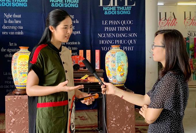 Người đẹp dự định sẽ triển khai đưa các sản phẩm lưu niệm bày bán tại sân bay, Hội An... cho khách du lịch. Ngọc Hân cho rằng, đây cũng là cách để cô quảng bá văn hóa đất nước đến bạn bè quốc tế.