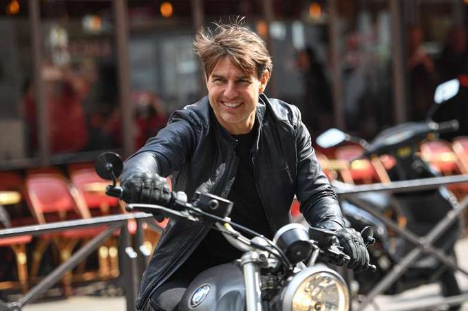 Kiêm nhiệm vai trò sản xuất và nam chính trong Nhiệm vụ bất khả thi 2 (năm 2000), Tom Cruise được trả tới 75 triệu USD. Con số này có được nhờ việc tài tử được hưởng 30% doanh thu toàn cầu của phim. Chuyện này lặp lại với anh vào năm 2012 với Nhiệm vụ bất khả thi 4 (năm 2011), giúp anh lọt top 100 diễn viên quyền lực nhất do tạp chí Forbes bình chọn. Ngoài series Nhiệm vụ bất khả thi, Tom Cruise còn được chia lợi nhuận phim với các tác phẩm Vanilla Sky, The Last Samurai, Knight and Day.