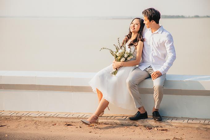 Vì quê của cả hai xa nhau nên uyên ương tổ chức đám cưới 3 lần:15/4 là lễ vu quy tại quê cô dâu, 30/4 là lễ thành hôn tại quê chú rể, 18/5 là tiệc cưới ở TP HCM.