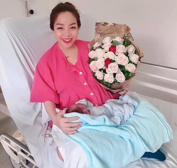 Minh Chuyên sinh con chobạn trai vào giữa tháng 4 vừa qua dù cả hai chưa kết hôn.