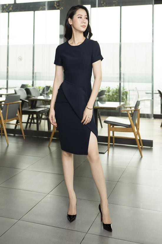 Hoa hậu Dương Thùy Linh khoe những hình ảnh mới thời trang và tràn đầy năng lượng trong các thiết kế của thương hiệu Việt.