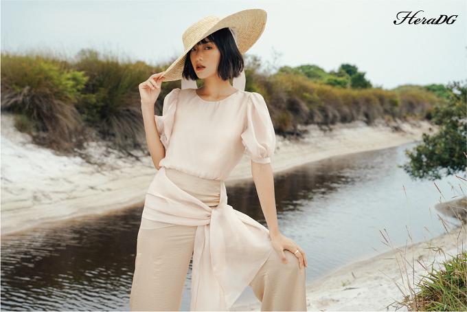 LAMANT được lấy cảm hứng từ thiên nhiên, bộ sưu tập với chất liệu chính từ lụa tơ, nhẹ nhàng bay bổng và mát dịu sẽ là sự lựa chọn thoải mái cho các tín đồ thời trang vào ngày nóng.