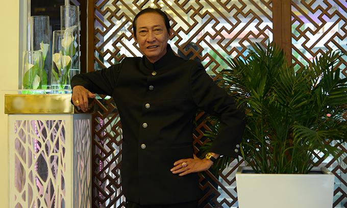 Nghệ sĩ Lê Bình đóng vai khách chơi bạc trong phim Vô gian đạo.