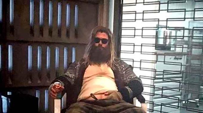 Sau cú sốc một nửa vũ trụ bị hủy diệt, Thor xuống tinh thần, vùi mình vào những cơn say tới mức béo ú.