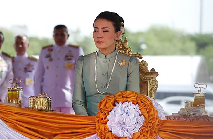 Vợ thứ ba xuất thân từ hầu bàn của Vua Vajiralongkorn, Srirasmi. Ảnh: LightRocket.