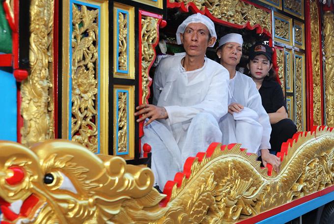 Con trai thứ hai của Lê Bình có nhiều nét giống cố nghệ sĩ.