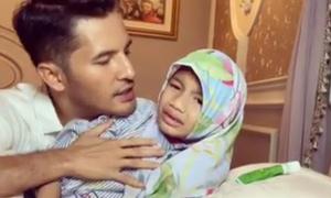 Triệu phú Malaysia quay video đánh con 9 tuổi vì bỏ khăn trùm đầu